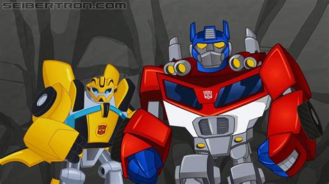 Exclusive promo images of Optimus and Bumblebee from